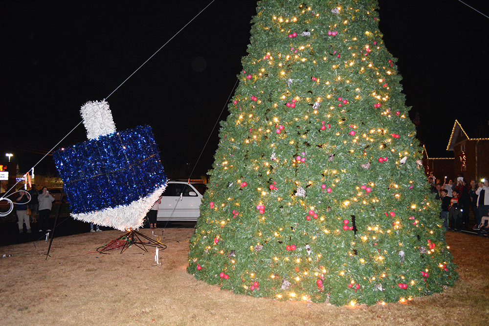 Christmas Tree and Dreidel Lighting ushers in 2017 holiday season